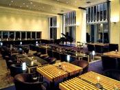 レストラン「セブンスヘブン」最上階のラウンジで夜景と歌をお楽しみください。