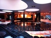 「ホテルロビー」宇宙空間を連想する広がりを持つロビーです。