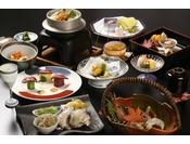 季節の食材を活かした料理長特選の和食会席料理をお楽しみ下さい。 (※月・当日の仕入れ状況によってメニューは変更になります。詳細はホテルHPのおしながきをご覧くださいませ。)