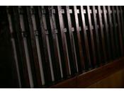 昔から使われている板戸です。今では大変貴重になった建具の一つです。一つ一つ手作りのため、何十年でも使うことができます。