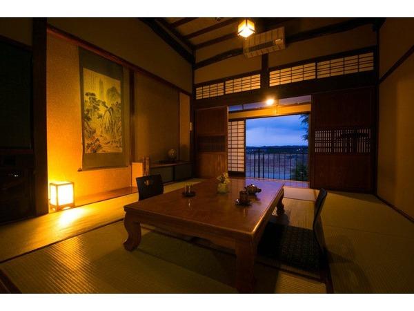 天井高3.8mの開放感あふれる和室です。
