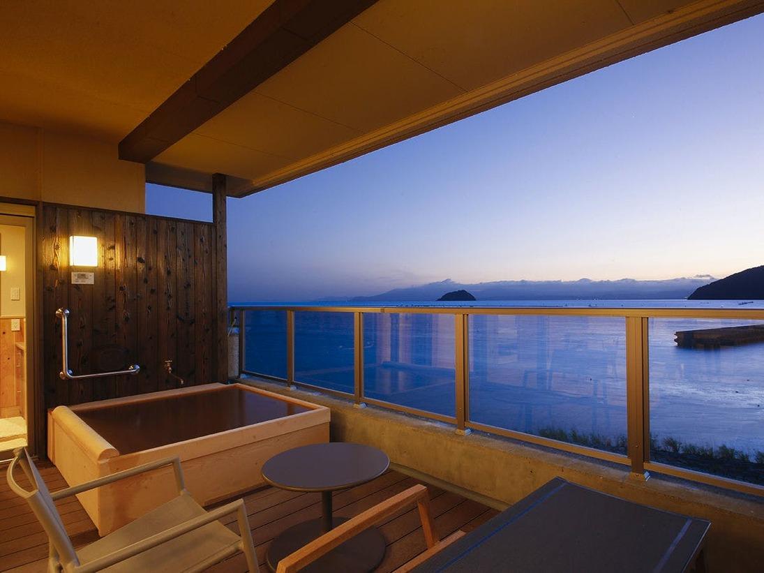 特別室の露天風呂は寝ながら景色がお楽しみいただけます