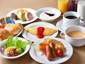 ホテル直営レストランで朝食を