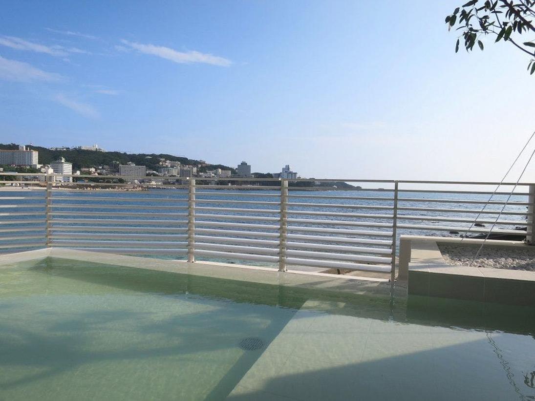 【潮風】空と海が間近に迫る開放的な露天風呂(2016年7月リニューアル)