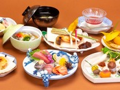 会席料理/旬の素材を活かした全13品程からなる会席料理をごゆっくりお召し上がりください。