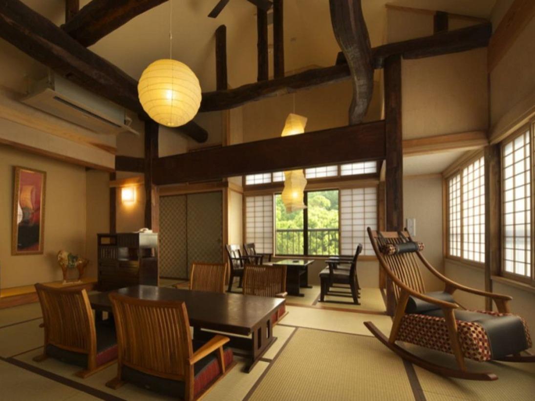 【別邸スイート】けやき 2階 ベッド付 12畳和室 源泉かけ流し露天風呂付客室 オーシャンビュー