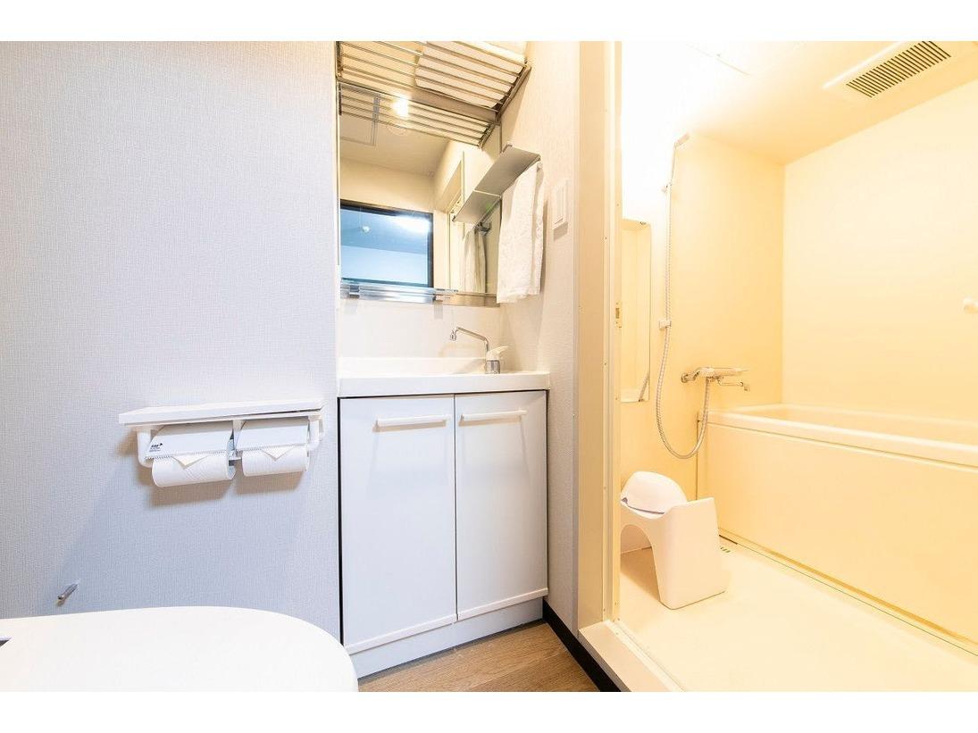 洗い場のあるバスルーム。ご自宅のようにごゆっくりお寛ぎくださいませ。(コンフォートツインは除く)