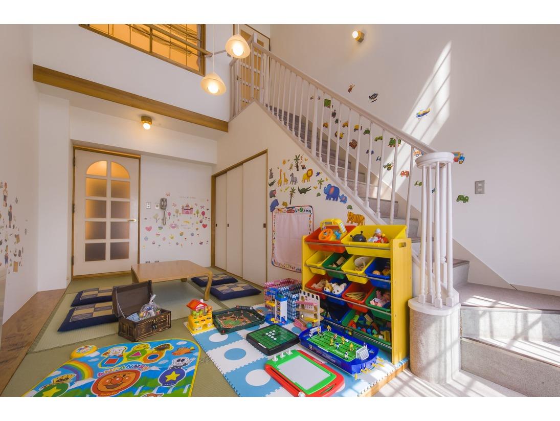「遊べるルーム」は、おもちゃ満載のお子様に大人気のメゾネットルーム