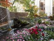 世界一の庭園デザイナーが手がけた景観を眺めながらお食事をお召し上がりいただけます