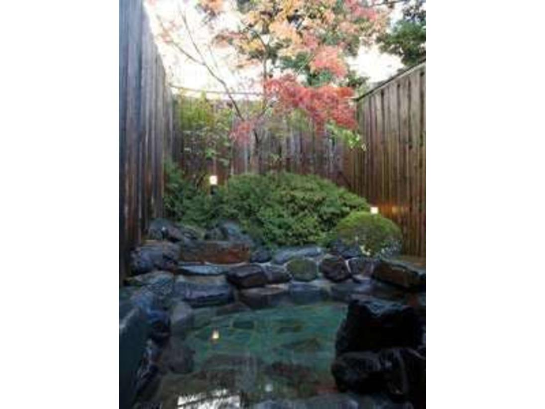 紅葉が楽しめる露天風呂