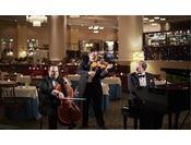 ホテルヨーロッパにて、毎夜繰り広げられる「ホテルヨーロッパコンサート」美しい旋律をライブでお楽しみください。