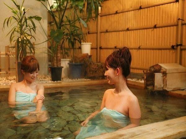 女性露天風呂。