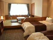 *【エコノミー和洋室】ツインベッドと畳のスペースが1つになった和洋室(ユニットバス付/約30平米/定員4名)