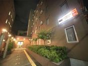 【外観】ようこそ、『ぽかぽか温泉ホテル』へ!
