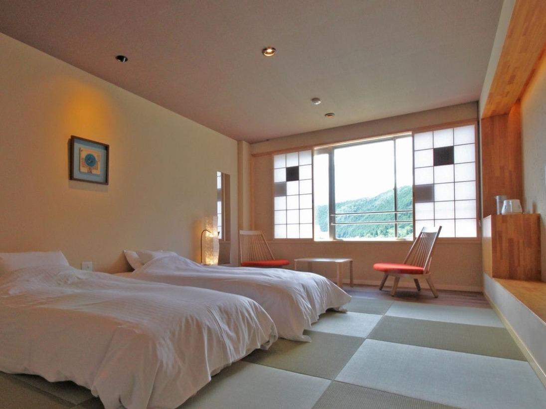 2020年7月リニューアル!琉球畳(8畳)に低めのベッドを組み合わせた禁煙の和ツイン。カップルでの旅行におすすめ☆陶川閣最上階(8階)なので眺望も最高!!