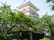 千秋公園・・・久保田藩主佐竹氏の居城であった久保田城跡地である公園です。4、5月には桜とツツジが咲き誇ります。