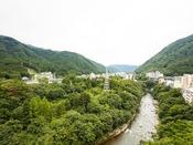 *【渓谷側和洋室(一例)】鬼怒川渓谷の風景をひとりじめできる特別なお部屋です。