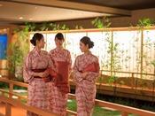 *【庭園大回廊(一例)】和の雰囲気たっぷりの回廊を、浴衣姿でそぞろ歩き♪
