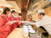 *【夕食バイキング(一例)】ライブキッチンコーナーでは、出来立てのお料理をご提供してます