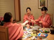 *【和食会席(一例)】半個室のお席で、旬の料理の数々をお召し上がりください。
