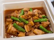 *【夕食バイキング(一例)】食欲を刺激する美味料理の数々をご提供いたします。