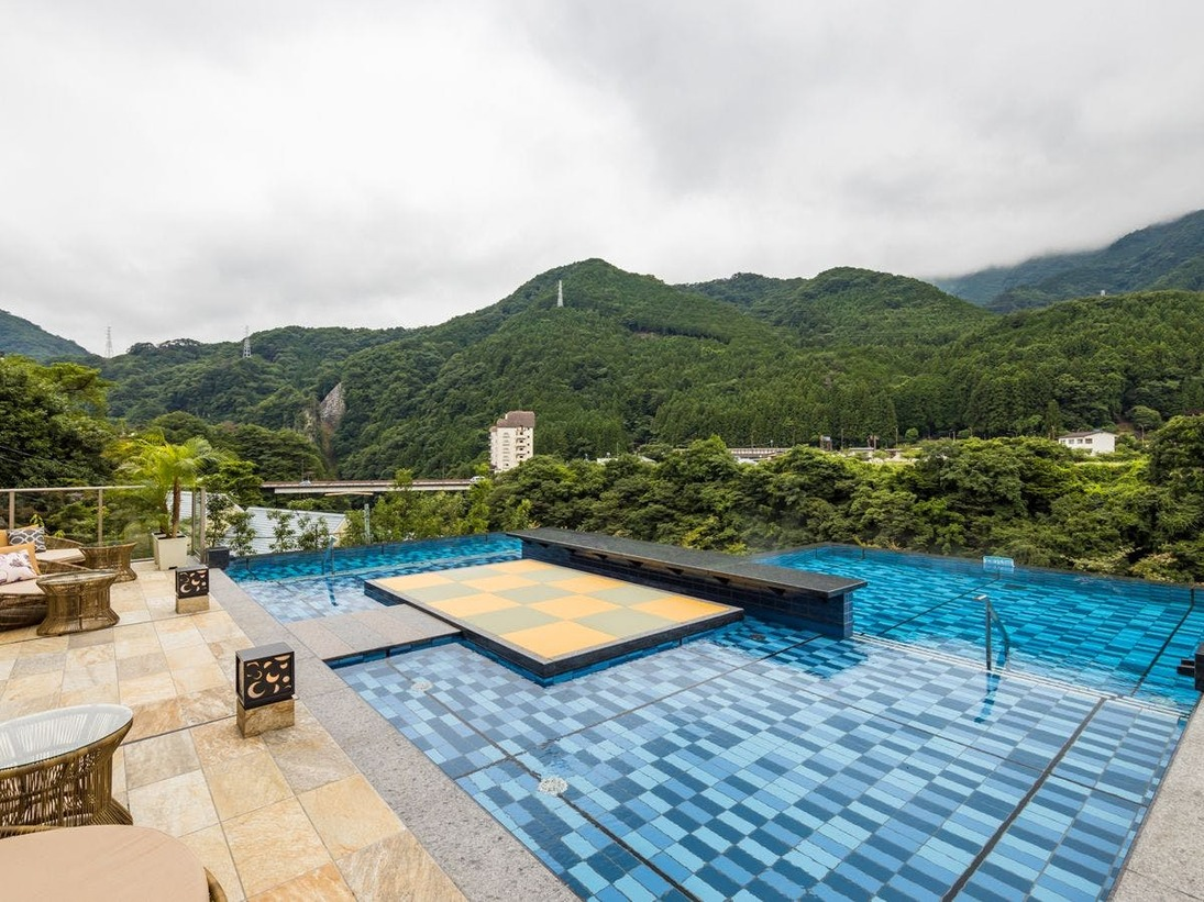 *【おぷーろ(一例)】雄大な景色を楽しみながら、極上の温泉×プール体験を!