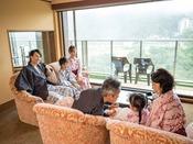*【露天風呂付客室(一例)】親子3世代のご旅行にぴったりのお部屋です。