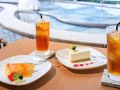 *【カフェ「さなぶり」(一例)】おぷーろを眺めるカフェで、優雅な午後のひとときを。