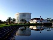 ホテル横を流れる知福川