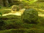 【三千院のわらべ地蔵の庭】にこにこ微笑むお地蔵さんがキュート