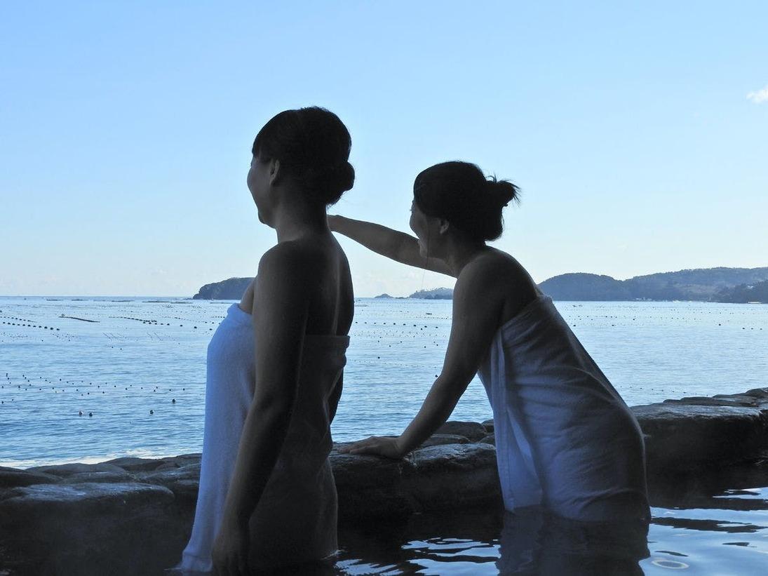 大パノラマの露天風呂からは、様々な島を観察することができます。