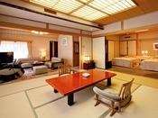 露天風呂付き客室『夕顔』のお部屋。10帖の和室にダイニング、洋室が付いております。