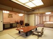 貸切露天風呂付き客室『桐壷』。ダイニングと和室、洋室が付いております。ゆっくりとお寛ぎ下さいませ。