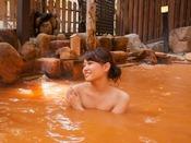 源泉掛け流しの良質の赤湯は、保湿効果バツグン!