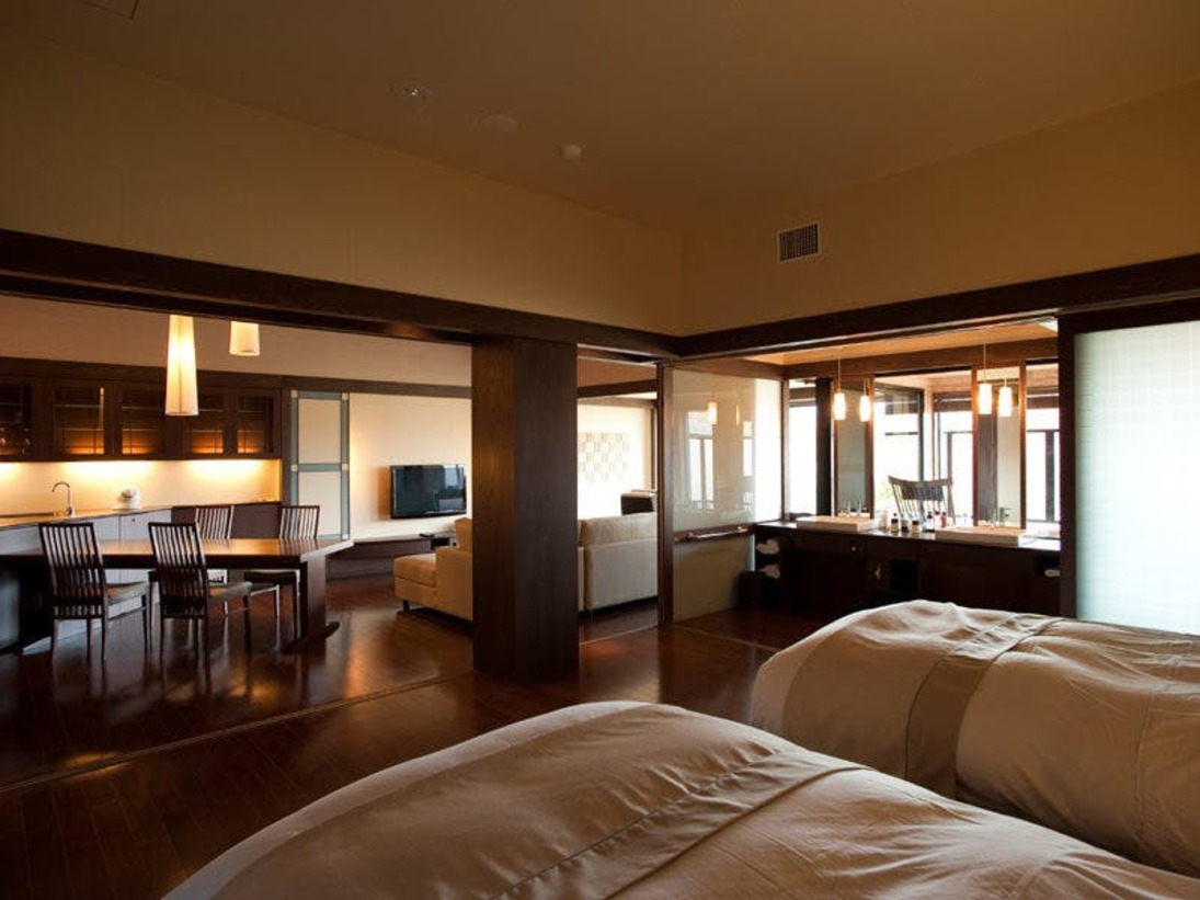 ◆【露天風呂付】特別室/ベッドルームの他、リビングや和室も備えています。(一例)