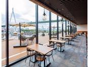 3階 Dining BRICKSIDE大きな窓からは大阪湾を眺めてお食事できます。