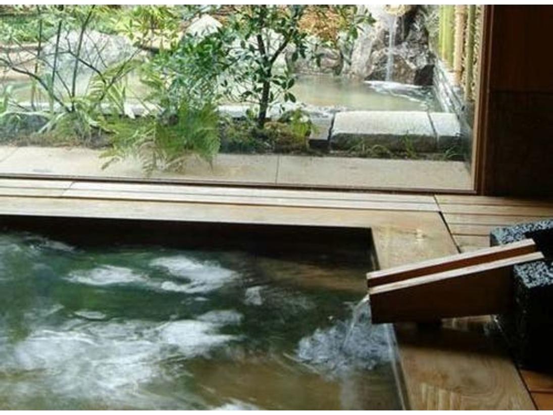 【天橋立温泉】高野槇、壁材は栗の木を使った木の温もり溢れる浴場です。
