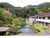 日本庭園。ドラマの撮影にも使われたことが。散策も出来ます。
