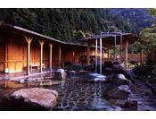 豊田三山に囲まれた一の俣温泉の露天風呂