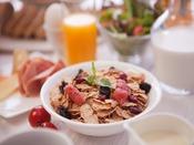 ビュッフェカウンターからお好きなお料理を朝からたっぷりと召し上がれ!