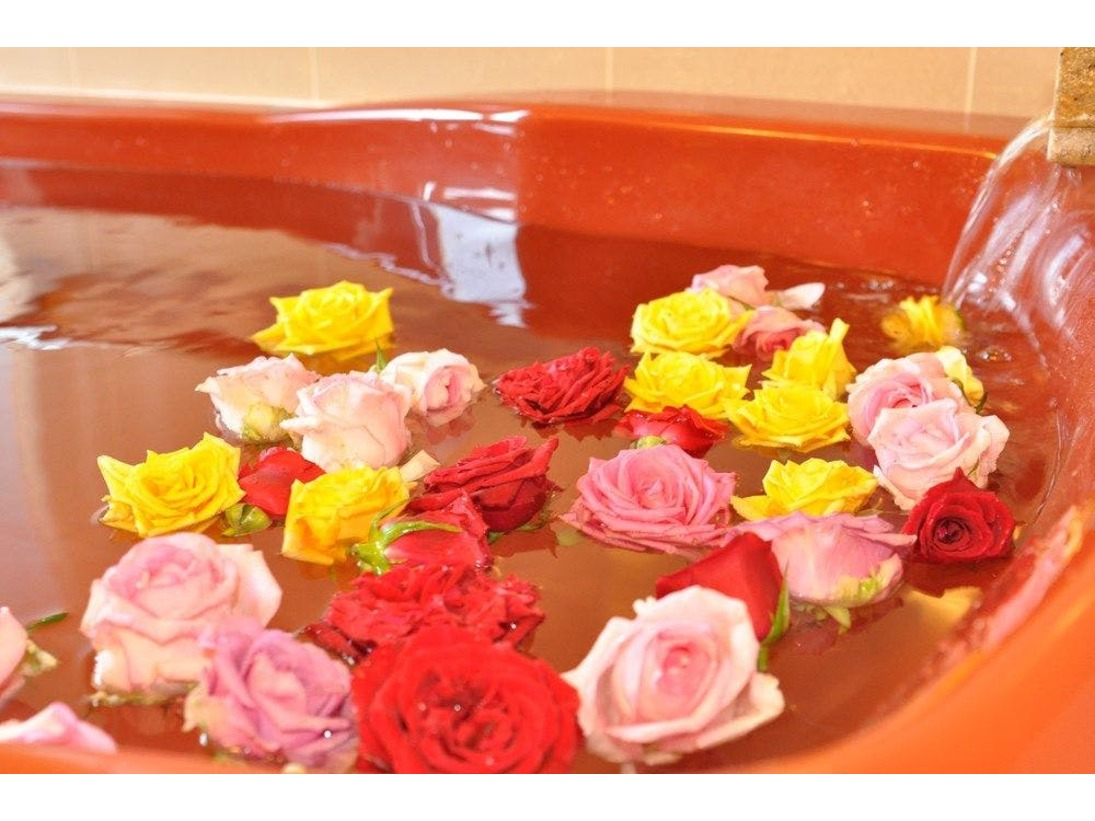 オプションでお奨めのバラ風呂優雅な雰囲気を楽しめます。
