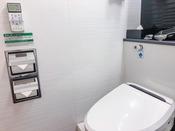 ユニットバス内・温水洗浄機能付きトイレ