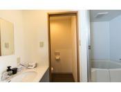 HOTEL TAIKOの客室は全室、バス・トイレ・洗面所が独立しており、自宅のようにおくつろぎいただくことができます。