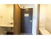 16平米のダブルルーム。新館は全客室バス・トイレ完全別室です。