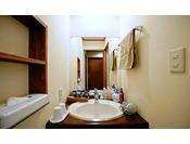 和風モダンの客室タイプはトイレ・洗面スペースが独立しており、使い勝手が良い。