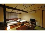【和風モダン33平米】ベッドはセミダブル。添い寝のお子様は、ベッドをくっつけてご利用いただけます。