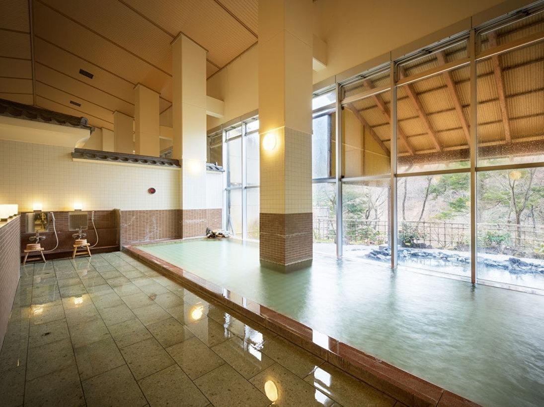 【本館大浴場】泉質はナトリウム・カルシウム―塩化物・硫酸塩泉。温まりの湯と言われています。