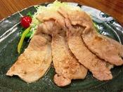 地元特産の桃豚を贅沢に使用した桃豚生姜焼き定食!大きくて肉厚な生姜焼きを是非一度お試しください!