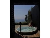 「海のしょうげつ」の温泉は地下1,300mから湧き出る「白砂の湯」の源泉を導入。ゆったりと湯に浸かり、穏やかなプライベートの安らぎをお楽しみ頂けます。