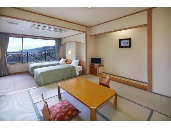 箱根湯本の街並みを望めます